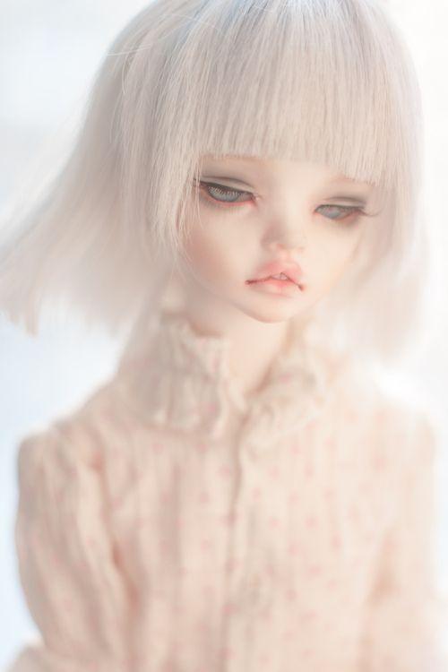 """Почему общество навязывает """"кукольную внешность""""?"""