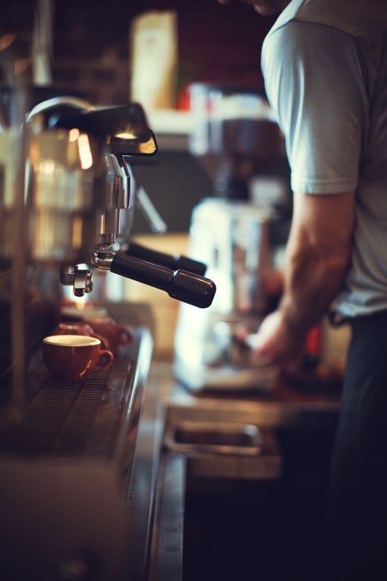"""""""Чай, кофе, потанцуем?"""" Так ли весела работа в кафе?"""